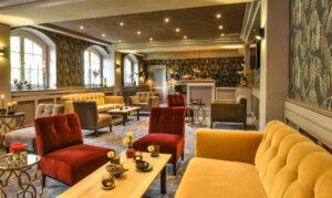 Gestaltung der Bar im Schlosshotel